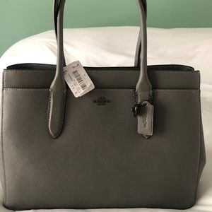 NEVER BEEN USED // BRAND NEW COACH PURSE